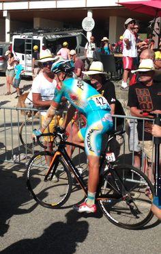 "Alejandro Peña @alejandro_pena ""@letour: .@jakob_fulgsang très very affected by his fall. #TDF pic.twitter.com/R9pf6RoxOL"" / se levantó y acabó la etapa. Guerrero de verdad"