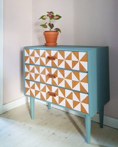 Byrå DIY blått teak vitt mönster
