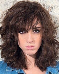 félhosszú hullámos frizurák - középhosszú női frizura