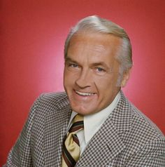Ted Knight (December 1923 – August was an American actor best known for playing the comedic role of Ted Baxter in The Mary Tyler Moore Show, Henry Rush in Too Close for Comfort, and Judge Elihu Smails in Caddyshack. Famous Men, Famous Faces, Famous People, Hollywood Stars, Old Hollywood, Ted Knight, Mary Tyler Moore Show, Thanks For The Memories, Before Us