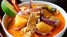 Červené thajské kari s ananasem Thai Red Curry, Fresh, Ethnic Recipes, Food, Pineapple, Essen, Meals, Yemek, Eten