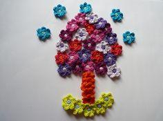 Häkelapplikationen - 40 kleine Blumen gehäkelt - ein Designerstück von hertacrea bei DaWanda