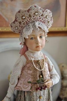 Вторая кукла изколлекции «Русские сезоны». Паперклэй, натуральный шёлк, антикварное исовременное кружево, кружево фриволите, жемчуг, канитель, бисер,…