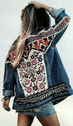 Boho Jeansjacke Veste en jean Boho, Related posts: Denim Festival Folk Maxirock Boho Gypsy Rock Recyclé Denim poncho upcycled from recycled jeans. Denim Fashion, Boho Fashion, Womens Fashion, Fashion Sewing, Colorful Fashion, Ladies Fashion, Dress Fashion, Fashion Ideas, Fashion Trends