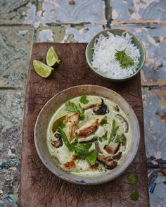 #Recipeoftheday seriously good thai green chicken curry with homemade curry paste. Proper delicious this fragrant curry really packs a flavour punch. recipe over on jamieoliver.com for your saturday night dinner! by jamieoliver
