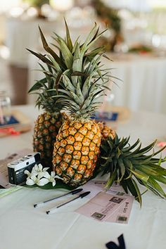 A romantic summer Hawaii Polo Club Wedding with pineapples and surfboards | Kara Donovan Photography