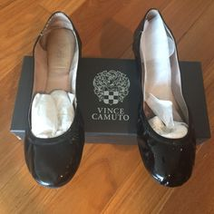 SHOES Vince Camuto Black 'ELLEN' Flat  elasticized top line with flexibility and comfort Rubber sole  Gently worn...very faint signs of wear Size 9  ❌trades❌PayPal Vince Camuto Shoes Flats & Loafers