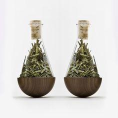Jörg Brachmann stehauf Kräuterflakon-Paar (Nussbaum) #packaging #herbs