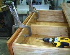 Free Dresser Plans - How to Build A Chest of Drawers Woodworking Bar Clamps, Woodworking Tools For Sale, Woodworking Projects Diy, Diy Wood Projects, Woodworking Plans, Furniture Projects, Furniture Design, Diy Chest Of Drawers, Dresser Drawers