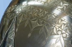 """A Reinheim, on voit les vestiges d""""une grande ville gallo-romaine et la reconstruction dune nécropole gauloise. L'un de ces 3 tertres funéraires abrite la tombe de la Princesse de Reinheim (IVème siècle avant JC) avec ses somptueux bijoux et offrandes, chefs dœuvres de l'art celtique. Parc Archeologique  Bliesbllruck Reinheim"""