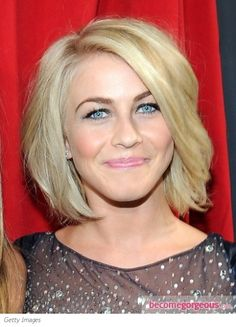 Julianne Hough's Hairstyle at 2013 People's Choice Awards