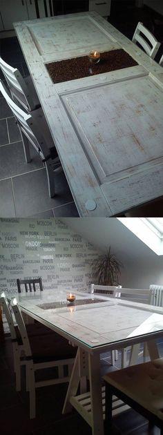 """Caroline L. via Praktische Tricks- Zuhause Selbermachen Community: """"Das ist mein neuer Küchentisch! Eine alte Tür und etwas Farbe und schon hat man genug Platz für 6 Leute! :-)"""""""