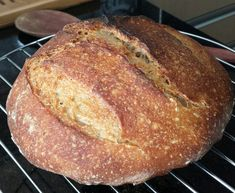 This spelt bread recipe is as delicious and easy to make as it is nutritious. So when the inspiration strikes to get virtuous with your eating habits without sacrificing sensory pleasure, give this one a whirl. Spelt Sourdough Bread, Sourdough Recipes, Bread Recipes, Real Food Recipes, Yeast Bread, Flour Recipes, Yummy Food, Healthy Recipes, Sicilian Recipes