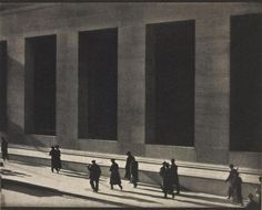Along with Edward Weston and Alfred Stieglitz, Paul Strand was one of the defining masters of early American modernist photography. Strand was introduced to photography by the renowned social docum… Alfred Stieglitz, History Of Photography, Modern Photography, Street Photography, Photography Magazine, Photography Photos, Alexander Rodchenko, Edward Weston, Edward Hopper