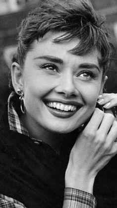 Audrey Hepburn Outfit, Audrey Hepburn Mode, Audrey Hepburn Photos, Katharine Hepburn, Hollywood Glamour, Classic Hollywood, Old Hollywood, Classic Actresses, British Actresses