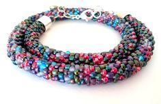 Naszyjnik na szydełku, ze szklanych koralików, miks kolorów Facebook: Cristallin sutasz i koraliki