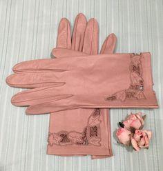 Vintage c 50s Leather Gloves size 7 1/2 / short ladies driving wrist / pinup / mad men / retro gloves
