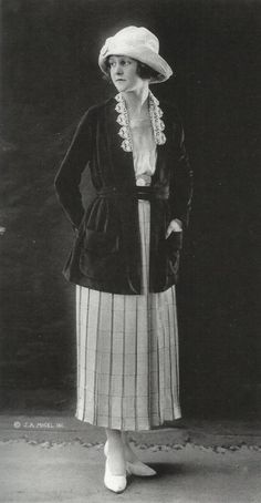 (Sian Brown) 1922- 1924 pictured above is a model wear and long paneled skirt with a  high neckline with what appears to be a belted cardigan.