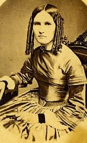 Pre-Civil War hairstyles included sausage curls framing the face...popular during the early Victorian years