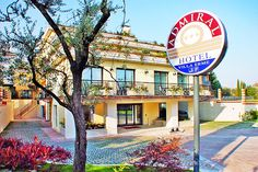 Hotel Admiral - Desenzano del Garda ... Garda Lake, Lago di Garda, Gardasee, Lake Garda, Lac de Garde, Gardameer, Gardasøen, Jezioro Garda, Gardské Jezero, אגם גארדה, Озеро Гарда ... Just a few steps from the blue waters of enchanting Lake Garda, in strategic position between Desenzano del Garda and Sirmione, the Hotel Admiral is a modern and refined structure newly rebuilt on the tracks of the ancient Villa Erme. Finely furnished rooms with large balconie