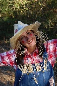 Female Scarecrow Ideas | Here's a sassy sunflower scarecrow costume for women.