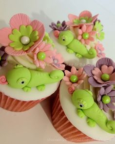 I made these for a little girl who loves tangled and LOVES Pascal the chameleon. I am making a tutorial which will be available to buy on my FB group by Friday step by step how to make Pascal and flowers and decorate the cupcakes: Shereens Cakes & Bakes
