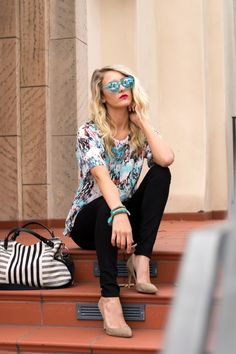 Top: French Connection Skinnies: 7 for all Mankind Bag: Splendid Sunglasses: Le Specs all from @Taim Boutique