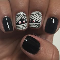 Mummy Halloween nails art design