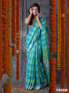 Soft silk sarees - buy the latest collection of soft silk sarees. check new and trendy wears for women. Mysore soft silk sarees and Kanjivaram soft silk sarees. Indian Silk Sarees, Soft Silk Sarees, Chiffon Saree, Cotton Saree, Kerala Saree, Ethnic Sarees, Indian Fabric, Cotton Silk, Checks Saree