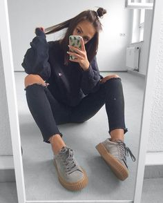 Image about fashion in 𝑜𝑜𝓉𝒹 (𝓈𝓉𝓎𝓁𝒾𝓃) by ⚭-weeklyhearts Mode Outfits, Trendy Outfits, Fall Outfits, Fashion Outfits, 90s Fashion, Fashion Black, Fashion News, Look Girl, Sneakers Mode