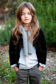 kid style / jenren. Classy yet cute adaption for kids outfit. Black velvet blazer and grey pants