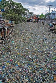 Citarum River in Indonesia, considered to be the most polluted river in the world Ocean Pollution, Environmental Pollution, Plastic Pollution, Environmental Issues, Outdoor Movie Nights, Powerful Pictures, Save Our Earth, Global Warming, Planet Earth