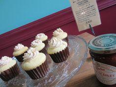 Little Scarlet Fairy Cskes Tiptreeのリトルスカーレットジャムを使用したフェアリーケーキ。プレーン生地のカップケーキにイチゴジャム入りバタークリームをトッピングしました。 200yen
