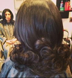 Vintage Hairstyles For Prom Vintage curl set Retro Hairstyles, Hairstyles For Round Faces, Brown Hairstyles, Brunette Hairstyles, Hot Hair Styles, Medium Hair Styles, Vintage Curls, Colored Hair Tips, Bouffant Hair
