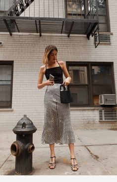 minimalistic outfits for spring fashion moda estilo, ins Fashion Models, Girl Fashion, Fashion Outfits, Fashion Tips, Classy Fashion, Style Fashion, Fashion Hacks, Color Fashion, 80s Fashion