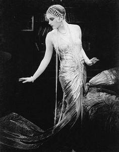 Lili Damita in Das Spielzeug von Paris (Michael Curtiz,1925)