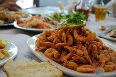 ΓΕΥΣΗ | Τα μέρη με τις μεγαλύτερες μερίδες στην Αθήνα Carrots, Shrimp, Meat, Vegetables, Greece, Food, Carrot, Hoods, Vegetable Recipes
