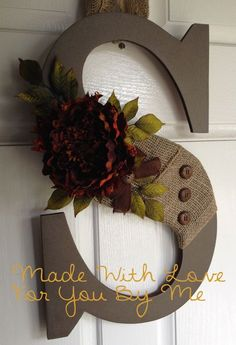 Fall door wreath ideas will help you to be more creative, have fun, and welcome this beloved everything nice season. Find the best designs! Fall Crafts, Holiday Crafts, Home Crafts, Diy And Crafts, Holiday Decor, Fall Door Decorations For Home, Burlap Door Decorations, Deco Champetre, Diy Y Manualidades