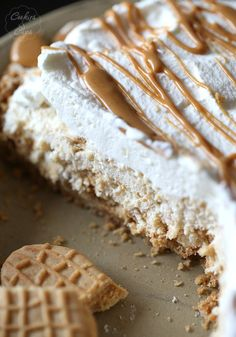 A simple and creamy pie that is loaded with Nutter Butter Cookies! You could even use Oreos or Thin MInts instead! via Jaronsky (cookies and cups)(Nutter Butter Pie) Pie Recipes, Sweet Recipes, Dessert Recipes, Yummy Recipes, Recipies, 13 Desserts, Delicious Desserts, Holiday Desserts, Fudge
