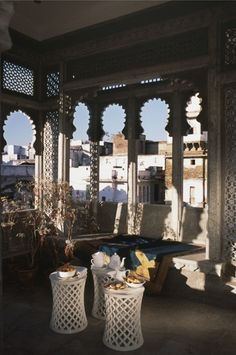 Terraza de estilo hindú con arcos polilobulados • Indian styling terrace