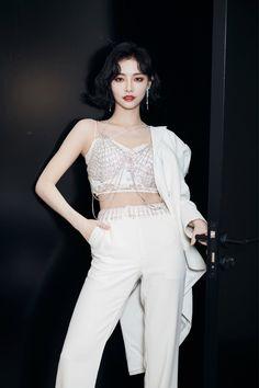 Kpop Fashion, Korean Fashion, Fashion Outfits, Stage Outfits, Cool Outfits, Caroline Dhavernas, Asian Woman, Asian Girl, Kpop Mode