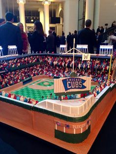 Now THIS is a cake!! The iconic Wrigley Field in cake form  #fftchicago #WrigleyField100 #chicagocubs #wrigleyfield #cake #chicago