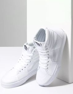 Vans Shoes Women, Dr Shoes, Hype Shoes, Sneakers Women, Shoes Heels, All White Nike Shoes, White High Top Vans, White High Top Sneakers, White Tennis Shoes