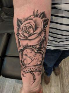Works of Clocks and Roses Tattoo - Do Nhan Tattoo - Taylor W .- Werke von Uhren und Rosen Tattoo – Do Nhan Tattoo – Taylor Williams – Tattoo F… Works of Watches and Roses Tattoo – Do Nhan Tattoo – Taylor Williams – Tattoo Women& Forearm – - Name Tattoos For Moms, Baby Name Tattoos, Mommy Tattoos, Tattoo For Son, Mother Tattoos, Tattoos For Kids, Tattoos For Daughters, Tattoo Baby, Forarm Tattoos