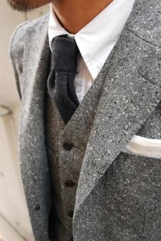 Monochrome textures, even with jeans Modern Gentleman, Gentleman Style, Men's Fashion, Autumn Fashion, Fashion Outfits, Ivy League Style, Just For Men, Country Fashion, Mens Gear