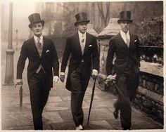 Vintage Dapper Gruppe - Not boys, but Men - Fotoshooting Vintage Gentleman, Dapper Gentleman, Vintage Men, Vintage Style, Edwardian Fashion, Vintage Fashion, Dandy, Great Mens Fashion, Fashion Men