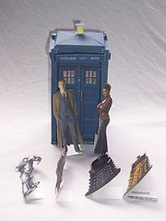 Doctor Who paper dolls, I would so play with these!!!