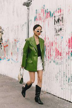 45 Nieuwste Milan Fashion Street Style in dit jaar : Straatstijl Outfits Curvy Fashion, Urban Fashion, Love Fashion, Fashion Outfits, Womens Fashion, Urban Chic Outfits, Fashion Skirts, Fashion Fall, Fashion Shoes
