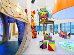 Due to the efforts of Vital Arts, a British art organization, the London Children's Hospital received a whimsical and kid-friendly design. Cabinet Medical, Hospital Design, Childrens Hospital, Kids Hospital, Modern Kids, Transformers, Art For Kids, Decoration, Artwork