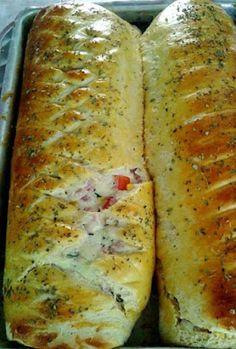 Elza Campanucci Pizza Bread Recipe Click Translate to change the language Bread Recipes, Cooking Recipes, Salty Foods, Portuguese Recipes, Polenta, Bruschetta, Love Food, Sandwiches, Food Porn